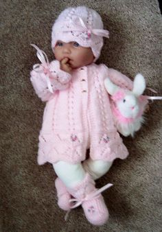 Child Knitting Patterns Customized handmade knit child women or Reborn Dolls pink scalloped edge Sweater hat booties set Layette PINK coronary heart formed buttons Baby Knitting Patterns Supply : Custom handmade knit baby girls or Baby Knitting Patterns, Baby Patterns, Hand Knitting, Baby Set, Handgemachtes Baby, Baby Girls, Sweater Hat, Baby Cardigan, Baby Poncho