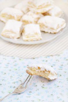 """Los Miguelitos  son unos dulces típicos de la provincia de Albacete, en concreto de La Roda, de ahí su famoso nombre """"Miguelitos de la Ro..."""