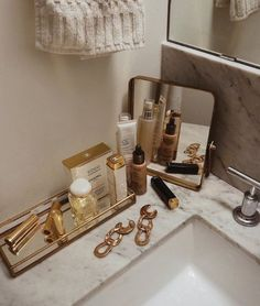 best ideas for bath room storage makeup vanity organization Vanity Organization, Makeup Storage, Organization Ideas, Organizing, Fall Inspiration, Makeup Inspiration, Beauty Room, Beauty Desk, Beauty Vanity