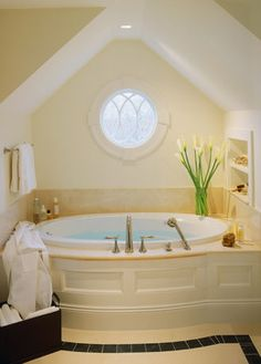 The Best Benjamin Moore Paint Colors: Linen White. The best best colors, a furnace, ceilings! Dream Bathrooms, Beautiful Bathrooms, Modern Bathroom, Master Bathroom, Master Tub, Relaxing Bathroom, Attic Bathroom, Boho Bathroom, Benjamin Moore Linen White