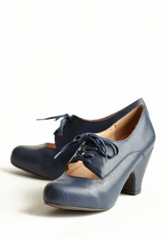 Tyra Navy Oxfords Pumps