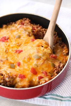 Hypoallergenic Pet Dog Food Items Diet Program One Pan Stuffed Pepper Casserole Six Sisters' Stuff This One Pan Stuffed Pepper Casserole Is The All Around Perfect Meal For A Busy Night. It Comes Together So Easy And Quick. It Makes Enough To Feed A Hungry Gourmet Recipes, Dinner Recipes, Cooking Recipes, Healthy Recipes, Dinner Ideas, Yummy Recipes, Supper Ideas, Batch Cooking, Gastronomia