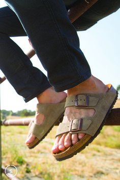 Casual and comfy in suede Birkenstock Arizona sandals.
