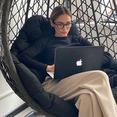 Boss Babe, Girl Boss, Photographie Portrait Inspiration, Aesthetic Women, Future Jobs, Rich Girl, Dream Life, Luxury Lifestyle, Business Women