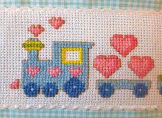 trenino rica mato a punto croce Cross Stitch Letters, Cross Stitch Heart, Simple Cross Stitch, Bead Loom Patterns, Perler Patterns, Stitch Patterns, Hand Embroidery Projects, Hand Embroidery Patterns, Cat Cross Stitches