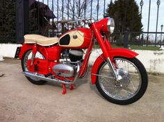 Vintage Motorcycles, Cars And Motorcycles, Scooters, Old Skool, Old And New, Motorbikes, Vehicles, Mopeds, Mad Max