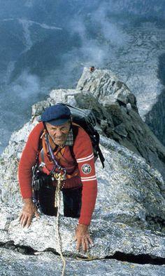 Riccardo Cassin, 1987 au piz Badile, face nord-est .  En 1937, Cassin réussit l'ascension de l'énorme face nord-est du piz Badile, accompagné de Ratti et Esposito