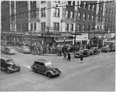 Des Moines Theater, 6th & Grand; line around the block for 'Breakfast in Hollywood' 1946