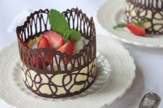 How to Make Chocolate Lace Dessert Cups. A variation of my popular chocolate lace doily and cake wrap videos, this episode of Recipes for a Sweet Life reveals how to make freestanding chocolate dessert cylinders with two types of chocolate! Chocolate Garnishes, Chocolate Bowls, Chocolate Desserts, Nutella Chocolate, Chocolate Art, No Bake Desserts, Just Desserts, Dessert Recipes, Cake Decorating Tips