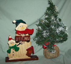 CHRISTMAS DECORATIONS: SET OF WOODEN SNOWMEN & TREE