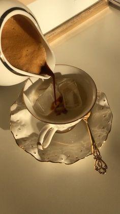 Coffee Shop Aesthetic, Cream Aesthetic, Gold Aesthetic, Classy Aesthetic, Aesthetic Food, Coffee And Books, Coffee Love, Coffee Break, Iced Coffee