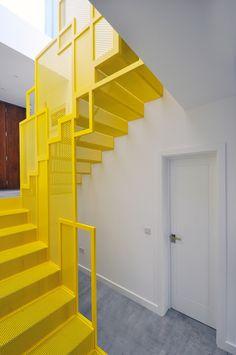 New Staircase, Staircase Design, Home Building Design, House Design, Grand Designs Houses, Steel Frame House, Building Stairs, Modern Stairs, Office Interior Design