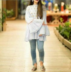 Pakistani Fashion Casual, Pakistani Dresses Casual, Pakistani Dress Design, Indian Fashion, Salwar Designs, Kurta Designs Women, Frock Fashion, Fashion Dresses, Casual Formal Dresses