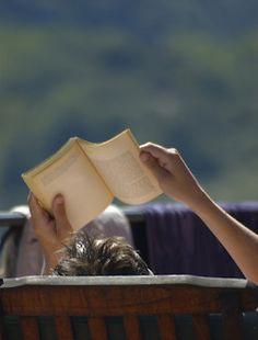 sexta-feira é dia de relaxar e ler um livro!