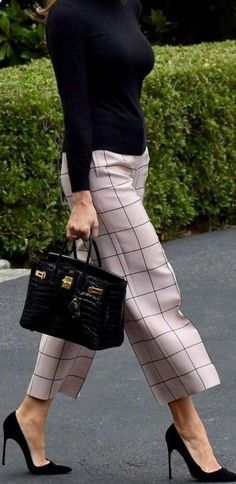 40 Trendy work clothes and office outfits for business women Fine work . - fashion Trendy work clothes and office outfits for business women Fine work . Business Outfit Frau, Business Casual Outfits, Business Clothes For Women, Business Attire For Young Women, Corporate Attire Women, Business Dresses, Looks Chic, Looks Style, Work Looks