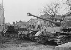 Székesfehérvár. 1944-45 Hungary. SS-Pz.Rgt. 3. Panzer Iv, Ww2 Photos, Armored Fighting Vehicle, Battle Tank, World Of Tanks, Budapest Hungary, Luftwaffe, Armored Vehicles, Skin So Soft