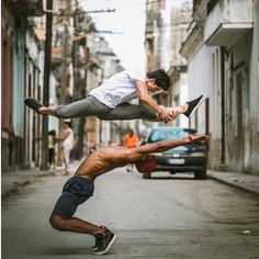 PrettyCreative (@prettytalking) | Twitter Captivating images of graceful ballet dancers on the streets of Cuba
