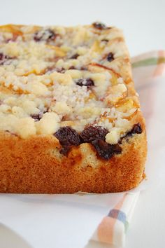 Fruit crumble cake / Bolo crumble de frutas by Patricia Scarpin, via Flickr