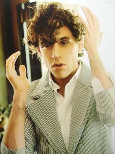Mika, this one with long hair is a lot better than the others. Pretty People, Beautiful People, One Republic, Celebs, Celebrities, Grace Kelly, Messy Hairstyles, Music Artists, Famous People