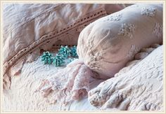 Bella Notte Crushed Velvet and Lace Pillows from @Layla Grayce #laylagrayce #blog #bellanotte