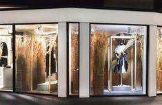 Risultati immagini per loewe windows Retail Windows, Store Windows, Autumn Display, Fulham, Retail Design, Visual Merchandising, Joseph, Oversized Mirror, Photo And Video