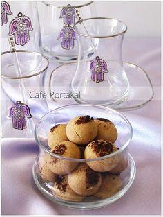 Kahvenin yanında Kurabiye sevenler için nefis bir tarif.Türk kahvesi aroması bu kurabiyeye oldukça güzel yakıştı.Mutlaka denemenizi öner...