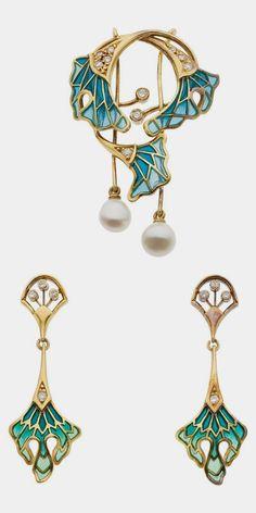 Diamond, Plique-a-Jour Enamel, Gold Jewelry Suite The suite includes a brooch an… Diamant, Plique-a-Jour-Emaille, Goldschmuck-Suite Die Suite besteht aus einer … Enamel Jewelry, Jewelry Sets, Diamond Jewelry, Antique Jewelry, Gold Jewelry, Vintage Jewelry, Fine Jewelry, Jewelry Rings, Diamond Bracelets