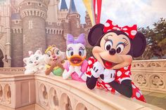Marie, Clarice, Daisy, and Minnie in front of Cinderella's Castle at Tokyo Disneyland