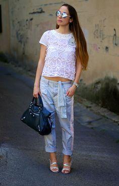 A romantic and modern look by Princesse Metropolitaine. Silver sandals: NR Rapisardi Bag: Balenciaga