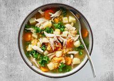 Rustik kyllingesuppe med grønkål og linser