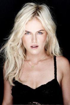 Josje Huisman  - 2018 Light blond hair & alternative hair style.