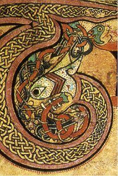 Détail d'une décoration du LIVRE DE KELLS fait d'enteflacs et d'une spirale zoomorphe, f 24.- ENLUMINURE INSULAIRE, 6: Les scriptoria de LINDISFARNE et de IONA sont à la fin du 7° les plus prolifiques. A la fin du 6°s, plusieurs missionnaires irlandais autour de ST COLOMBAN débarquent sur le continent et contribuent à la création de plusieurs monastères en France, en Suisse et en Italie du Nord. Ses disciple ST GALL, contribue à la fondation d'établissement en Suisse et ST KILLIAN parcourt…