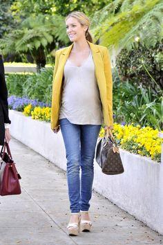 Effortlessly chic. #maternity