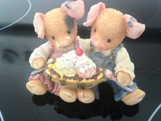 "1996 ENESCO FIGURINE DESIGNED BY MARY RHINER-NADIG ""LOVE IS PIGGIN' OUT WITH YOU"