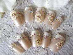 パールベージュ×ホワイトのフレンチ : 新婦の和装結婚式用ネイルデザイン画像集【ブライダルネイル】 - NAVER まとめ