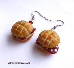 Sandwich with salami earrings polymer clay by Velours Noir Crèations, 9,00 € su misshobby.com