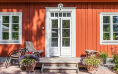 Sweden House, Classic Doors, Garage Door Design, Cottage Renovation, Orange House, Red Cottage, Cottage Exterior, Cute House, Classic House