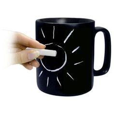 ¿Tienes que anotar algo de manera urgente y no tienes papel a mano? ¡Con esta taza, diseñada por Konitz, podrás hacerlo!