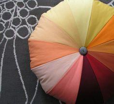 En esta manualidad te mostraremos como hacer un colorido puff paso a paso para que coloques en la parte de tu hogar que prefieras. No necesitaras muchos materiales y con un poco de tiempo lotendrásterminado.  MATERIALES:  1/4 m de tela ( 12 telas diferentes, en mi caso usealgodónacolchado)
