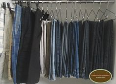 21- Separe as roupas por tipo ( camisetas, blusas, calças,…)