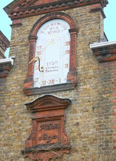 The Sundial on Dial House: Twickenham: The Twickenham Museum