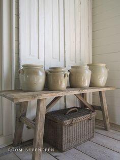 Room Seventeen: french pottery  A beleza se mostra no que há de mais simples!