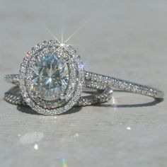 This engagement ring is absolutely stunning.