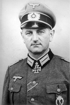 ✠ Otto Hitzfeld (7 May 1898 – 6 December 1990) RK 30.10.1941 Oberstleutnant Kdr Inf.Rgt 213 73. Infanterie – Division [65. EL] 17.01.1942 Oberstleutnant Kdr Inf.Rgt 213 73. Infanterie – Division 09.05.1945 [158. Sw] General der Infanterie K.G. LXVII. AK OMB Königlichen Dekrets Nr. 3034 / 06.10.1942, Oberst, Kdr. Inf.Rgt. 213