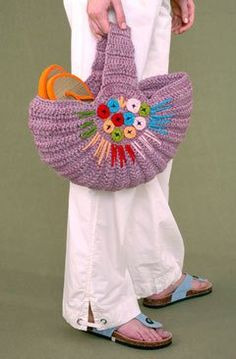 Don't love the color combination but this is a cute Bag!