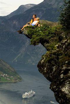 Google Image Result for http://0.tqn.com/d/goscandinavia/1/0/2/5/-/-/Geirangerfjord-norway.jpg