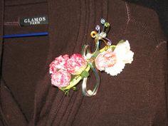 Broche, boutonnière en fils d'aluminium et fleurs de soie : Broche par…