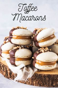 These Toffee Macarons have a delicious fudgy filling, covered in chocolate, with toffee bits sprinkled on top. They are gluten-free and delicious! Best Dessert Recipes, Great Desserts, Sweet Recipes, Delicious Desserts, Yummy Food, Healthy Recipes, Macaron Flavors, Macaron Recipe, Chocolate Recipes