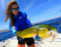 Angler and TV host Rebekka Redd with a beautiful Mahi catch! Fly Fishing Boats, Fly Fishing Girls, Fly Fishing Tackle, Deep Sea Fishing, Gone Fishing, Best Fishing, Trout Fishing, Kayak Fishing, Fishing Tips