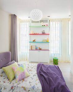 Chambre d'enfants à la décoration égayée par des touches en couleurs